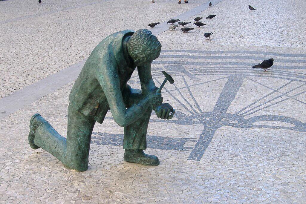 des rues pavetés, symbole de Lisbonne