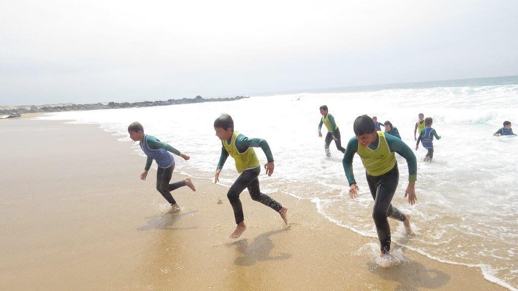 apprendre à plonger dans les vagues
