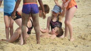 s'amuser avec le sable fin des plages landaise